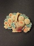 アンティーク セルロイドの花籠のブローチ 1940s