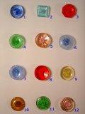 爽やかな色のガラスボタン